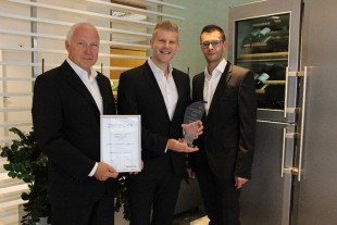 Helmuth Bauer (f.l.), Thomas Kandolf and Thomas Obererlacher accepted the award in the