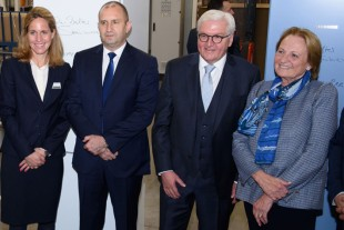 Stéfanie Wohlfarth (Member of the administrative board of Liebherr-International AG), Bulgarian President Rumen Radew, German Federal President Frank-Walter Steinmeier and Dr. h.c. Isolde Liebherr (Vice President of the governing board of Liebherr-International AG) visited the Liebherr plant in Radinovo.
