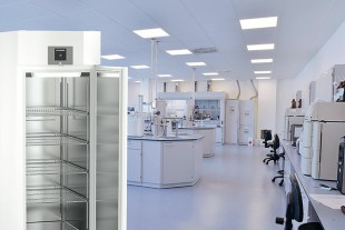 The US company Moderna has announced that its vaccine mRNA-1273 can be stored longterm at -20 degrees Celsius. Liebherr's laboratory freezers are designed for this purpose and can be adapted to individual temperature and safety requirements